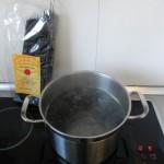 Echamos la pasta al agua hirviendo