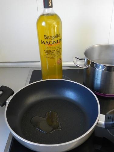 Calentamos un pcod e aceite en una sartén