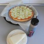 Añadimos el queso parmesano en lascas y la reducción de vinagre