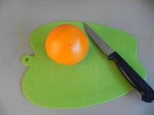 Decoramos con medios gajos de naranja muy finos