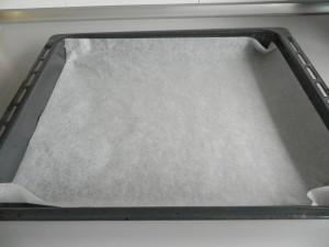 Colocamos papel de horno sobre una bandeja
