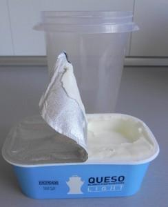 Ponemos el queso dentro de un vaso de batidora