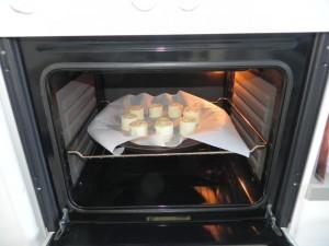 Los metemos al horno a 180º hasta que el hojaldre suba y estén dorados