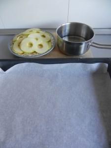 Ponemos papel de horno en una bandeja