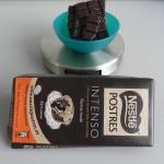 Pesamos los 150 g. de chocoalte negro