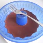 Rallamos un poco la superficie del chocolate con un tenedor