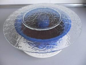 Ponemos un plato sobre el molde y con cuidado le damos la vuelta.