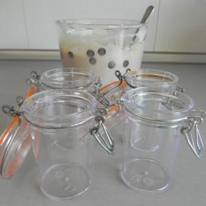Rellenamos uno vasitos aptos para el congelador