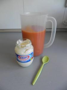 Añadimos la mayonesa al gazpacho