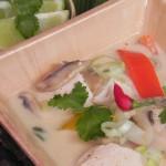 Sopa tailandesa de pollo (Thai chicken red curry soup)