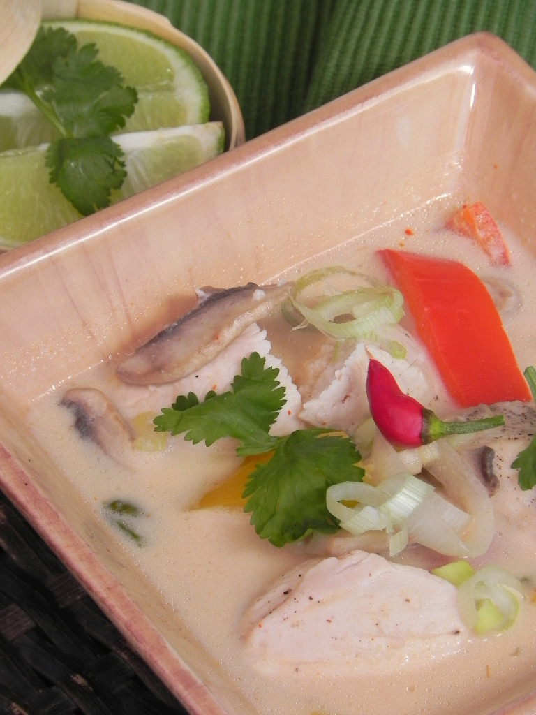 Sopa tailandesa de pollo (Thai chicken red curry soup)