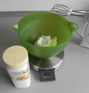 Batimos el queso con el azúcar glass