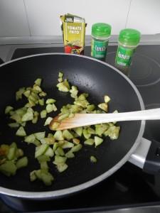 Añadimos el tomate frito y las especias