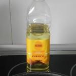 Ponemos aceite de girasol en una sartén honda