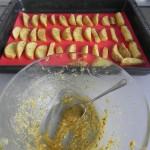 Añadimos lo que nos de la marinada sobre por encima de las patatas