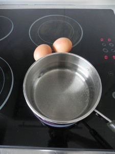 Cocemos los huevos hasta que estén duros