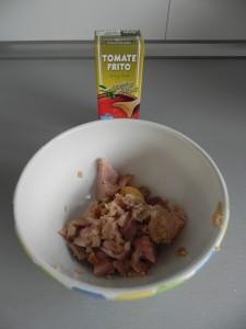 Añadimos dos cucharadas de tomate frito