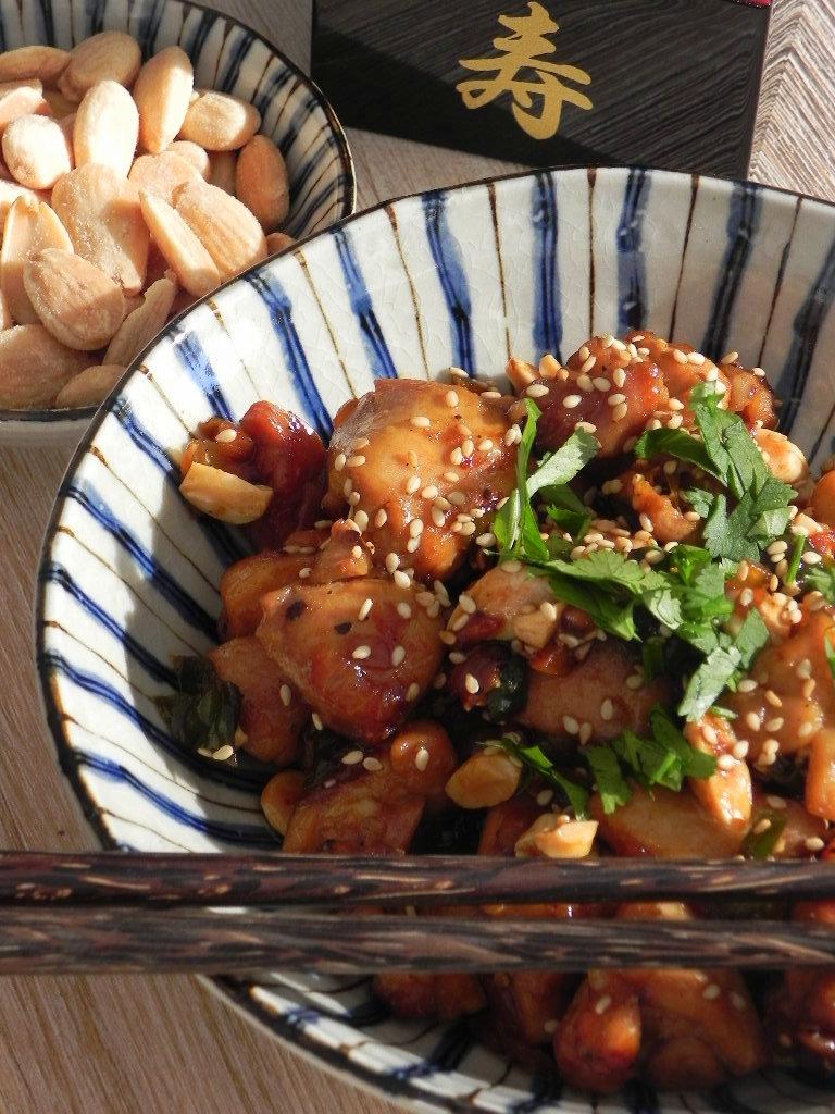 Pollo oriental con almendras y soja