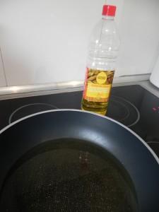 Ponemos bastante aceite a calentar en una sartén
