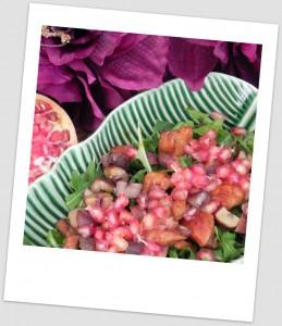 Ensalada de invierno (con rúcula, pollo marinado, castañas y granada)