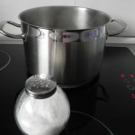 Ponemos a cocer agua con sal para la pasta