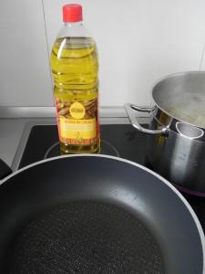 Ponemos un buen chorro de aceite en la sartén