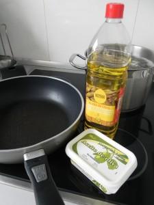 Ponemos en una sartén la mantequilla y el aceite