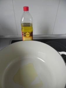 Ponemos un poco de aceite en una olla