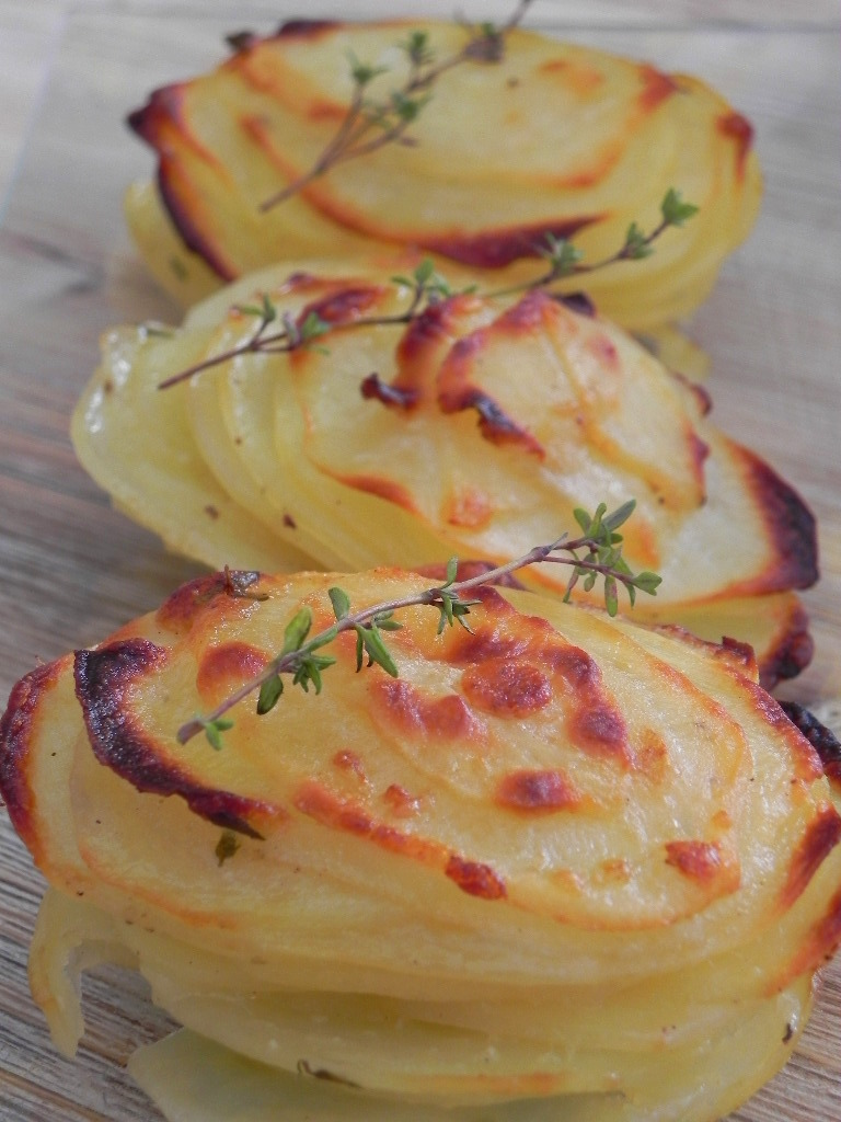 Montañitas de patata con ajo, parmesano y tomillo (guarnición)