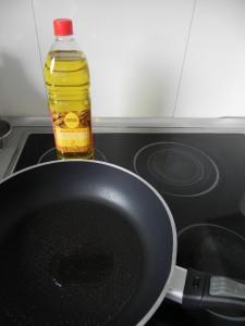 Calentamos un poco de aceite en una sartén