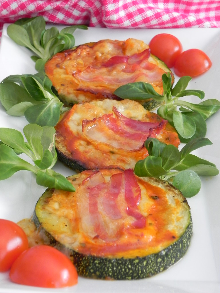 Minipizzas de calabacin (zucchini pizzas)
