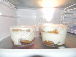 Lo refrigeramos al menos durante 4 horas antes de servir