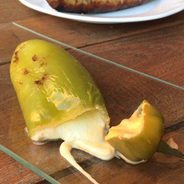Pimiento relleno de queso (acompañamiento de barbacoa)
