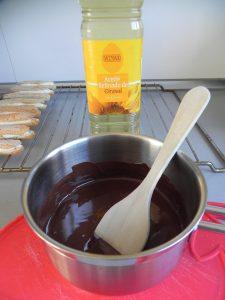Añadimos una cucharadita de aceite de girasol al chocolate