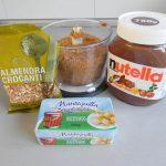 Añadimos la mantequilla, la Nutella y una cucharada de almendras crocanti