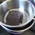 Fundimos el chocolate al baño María
