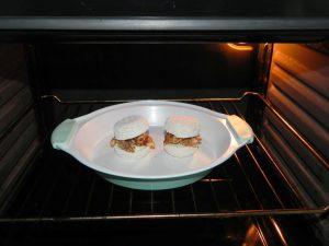 Los metéis al horno, ojo, solo al grill, hasta que se dore un poco la superficie