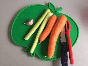 Pelamos y partimos el resto de las verduras