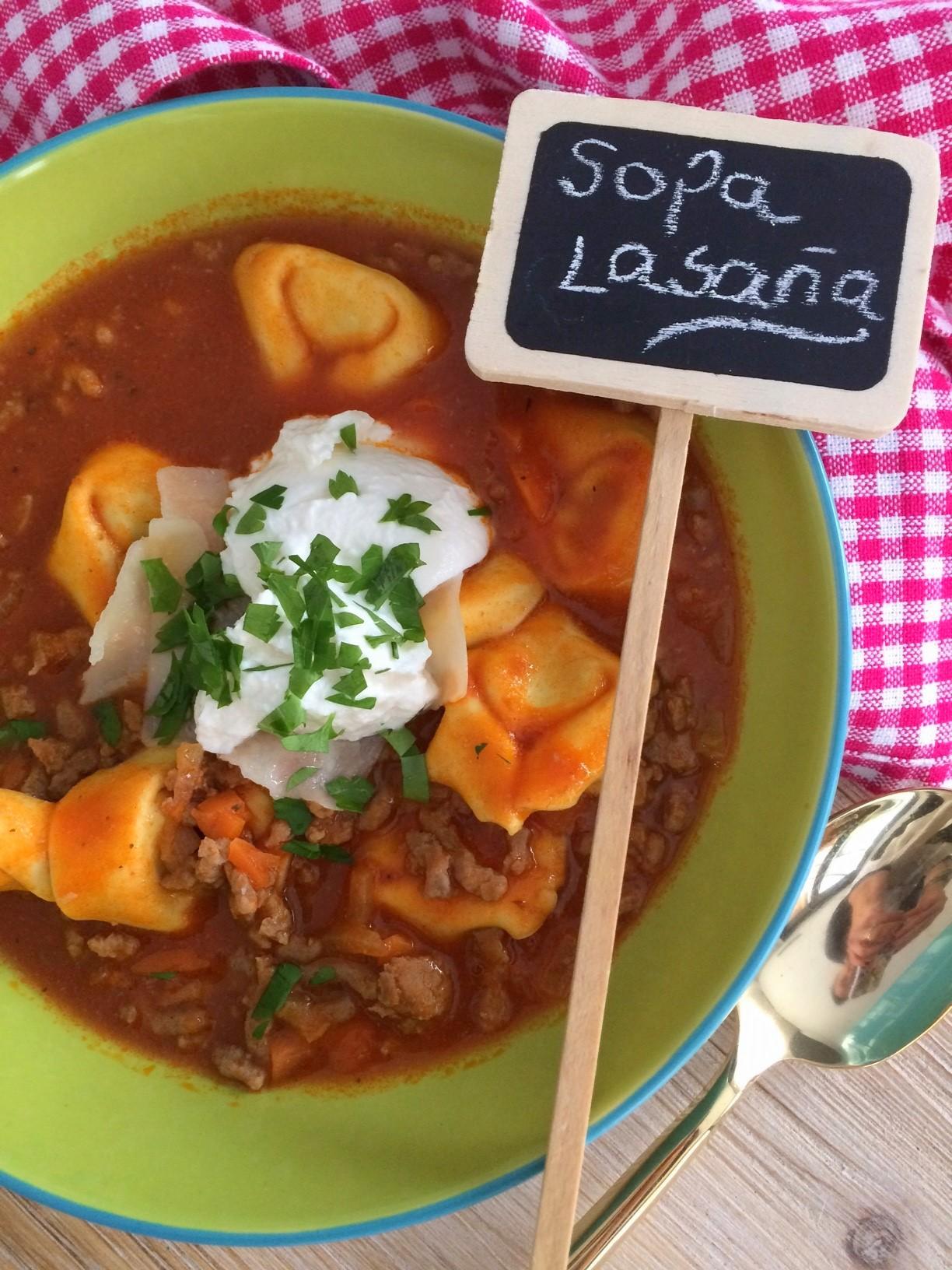 """Sopa """"lasaña"""" (Lasagna soup)"""
