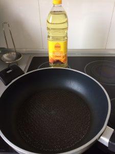 Ponéis un poco de aceite de girasol en una sartén