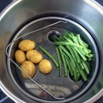 Las hacemos al vapor en la olla exprés, durante 5 min máximo para que no se os queden las judías muy blandas