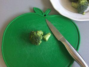 Cortamos los rabitos del brócoli