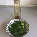 Lo batimos bien y lo añadimos sobre el brócoli