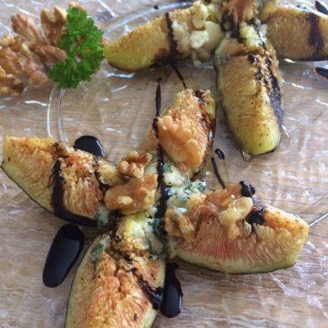 Brevas con roquefort, nueces y miel
