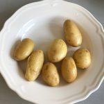 Pasado el tiempo, sacamos las patatas del micro con cuidado de no quemarnos con el vapor