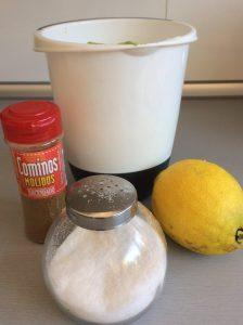 Añadimos por último el comino, la sal y el zumo de limón