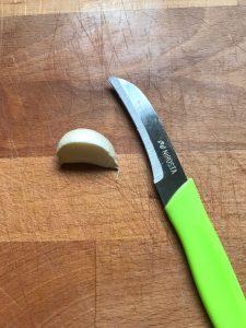 Picamos el ajo en trozos muy pequeñitos