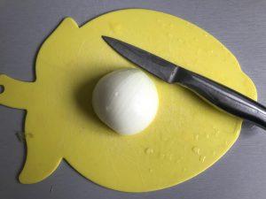 Pelamos y cortamos la cebolla